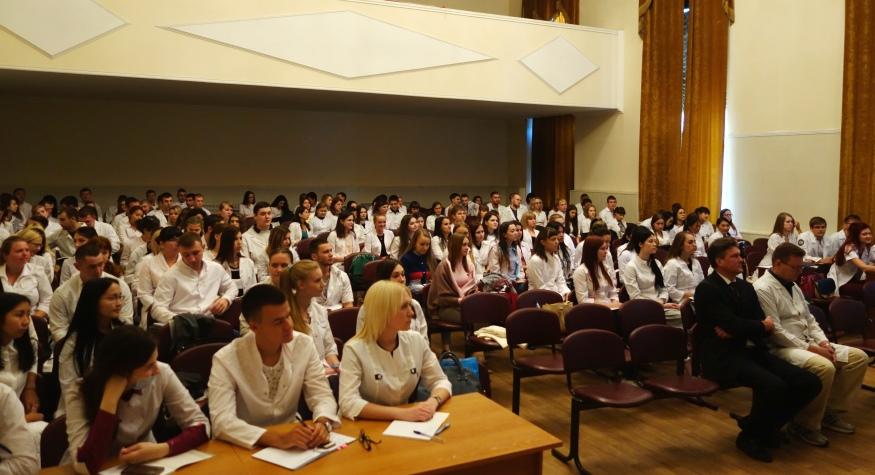 «Мы ждем вас, выпускники!» – сказал на встрече со студентами 6 курса медакадемии исполняющий обязанности министра здравоохранения Амурской области Анатолий Судаков