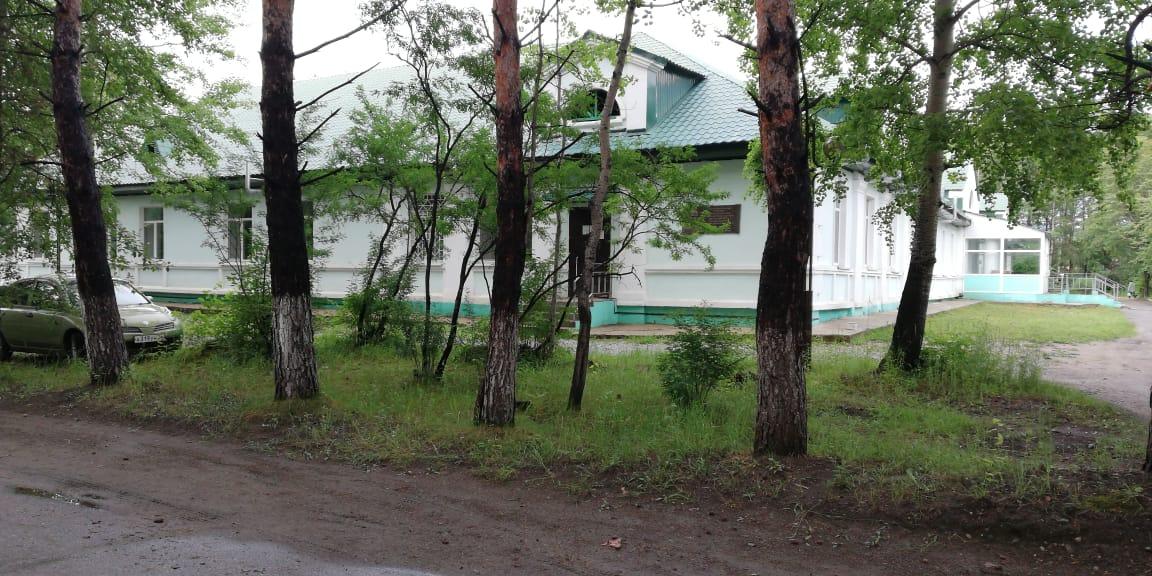 Подразделения Зейской больницы переезжают в безопасные помещения