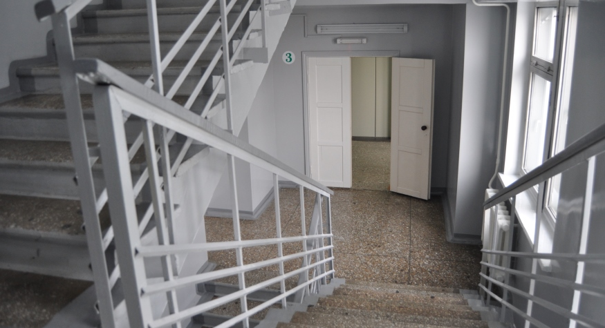 В АОКБ обновили лестницы