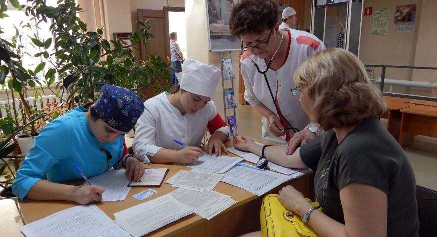 Жителей отдаленных районов Благовещенска привезли на бесплатный комплексный медосмотр