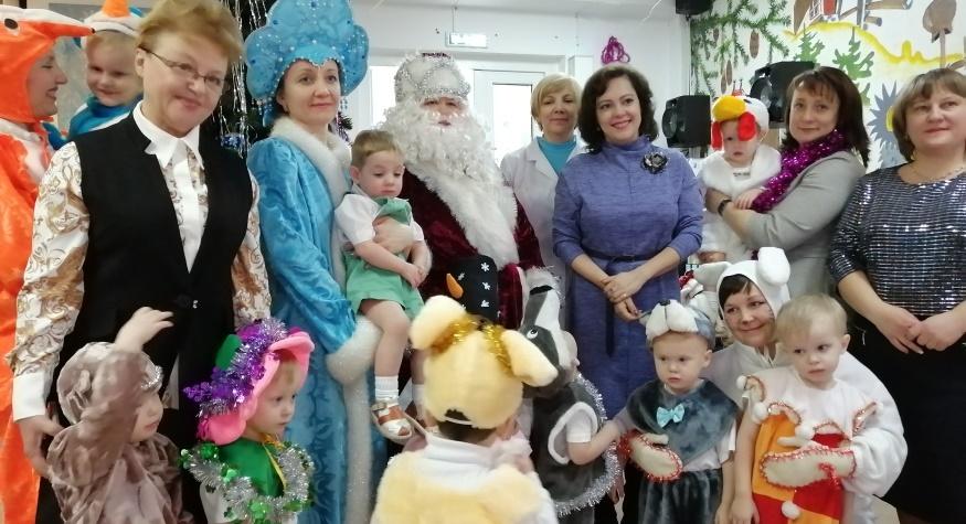 Для воспитанников областного Дома ребенка организовали новогодние утренники