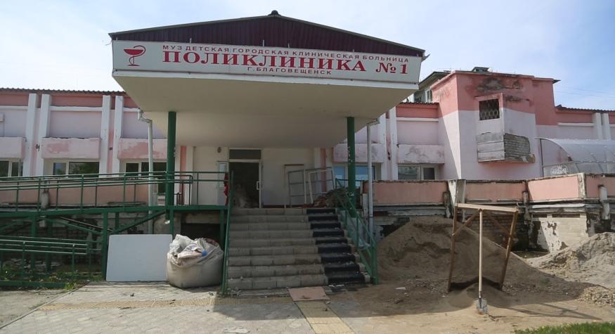 В детской поликлинике №1 областного центра полным ходом идет капитальный ремонт