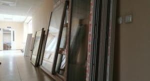 В Благовещенской городской клинической больнице приступили к замене окон в здании родильного дома